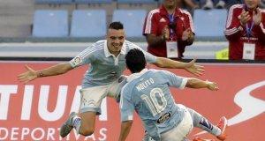Iago y Nolito se abrazan tras un gol con el Celta, viejos más que conocidos que se encontrarán en el próximo partido del Sevilla FC