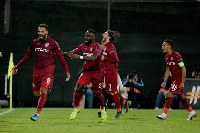 El jugador del Cluj, Omrani, celebra el segundo gol de su equipo ante el Lazio, en la fase de grupos de la Europa League |Imagen: Marco Rosi/Getty Images