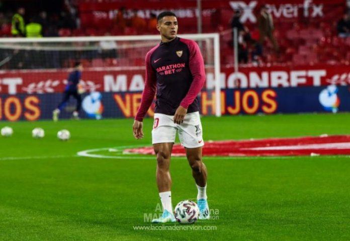 Diego Carlos, en el calentamiento previo al Sevilla FC-Levante UD de Copa del Rey