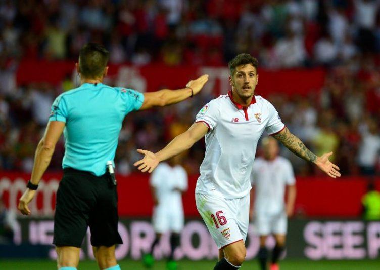 Jovetic, representado por Ramadani, durante un partido del Sevilla FC |Imagen: CRISTINA QUICLER/AFP via Getty Images