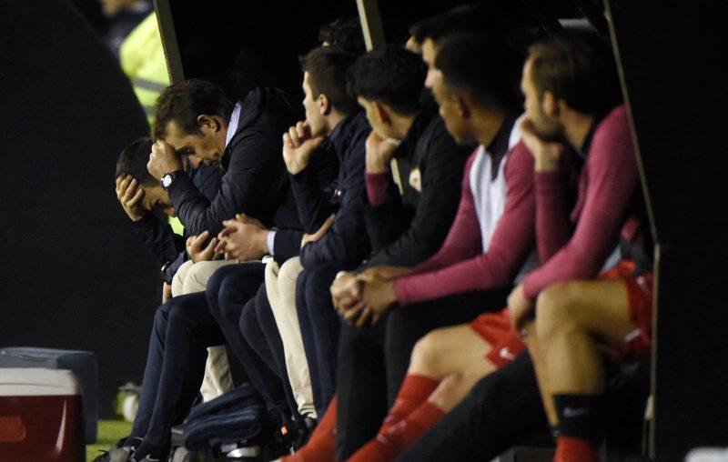 El técnico del Sevilla FC, Julen Lopetegui, tras el tanto de la remontada del Celta de Vigo | Imagen: MIGUEL RIOPA / AFP via Getty Images