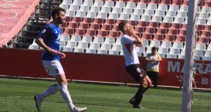 Pana, lamentándose por una ocasión fallada en el partido del Sevilla Atlético frente al Villarrobledo|Imagen: Paz Seco - La Colina de Nervión
