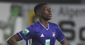 Sambi Lokonga, posible nuevo fichaje del Sevilla, durante un partido con el Anderlecht belga. | Imagen: RSC Anderlecht