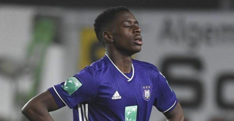 Sambi Lokonga, posible nuevo fichaje del Sevilla, durante un partido con el Anderlecht belga.   Imagen: RSC Anderlecht
