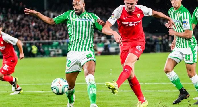 De Jong, en el Betis-Sevilla de la temporada 19/20