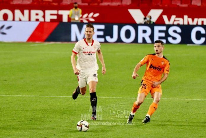 Un Sevilla FC muy superior al Valencia CF se planta en cuartos