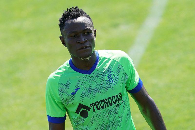 Djené, en la lista de fichajes del Sevilla FC como posible recambio de Koundé, entrenando con el Getafe