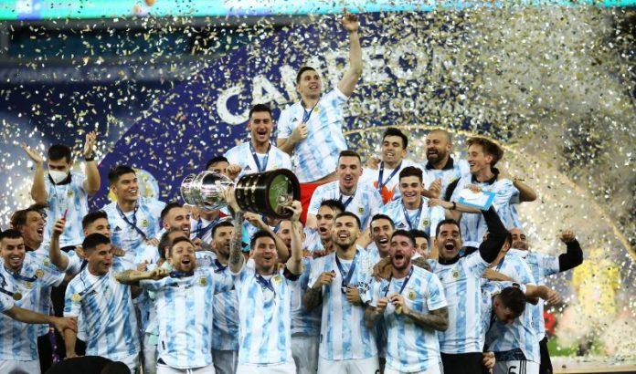 El Papu Gómez y Acuña, campeones de la Copa América