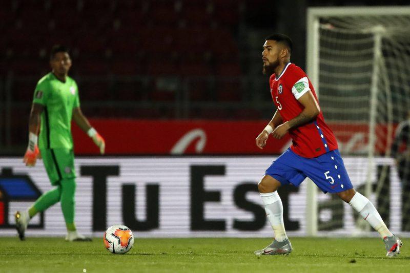 Paulo Díaz, objetivo del Sevilla FC, en un encuentro con Chile