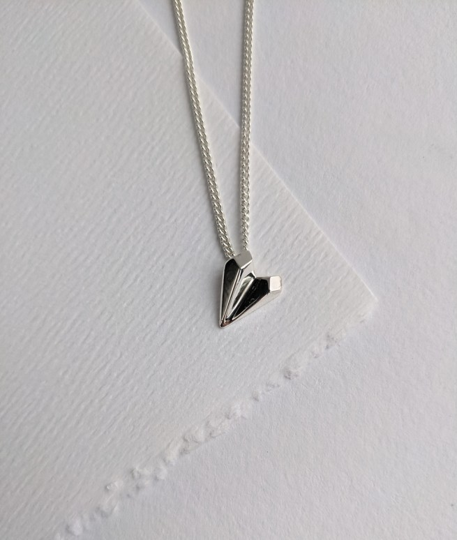 silver-heart-shaped-necklace