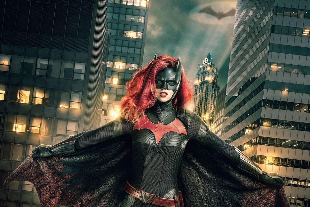 Batwoman estrena póster e imágenes