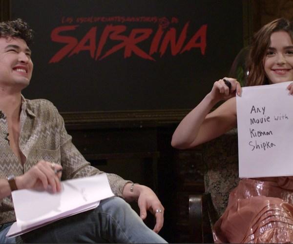 El Mundo Oculto de Sabrina: Kiernan Shipka y Gavin Leatherwood juegan a ver cuánto se conocen