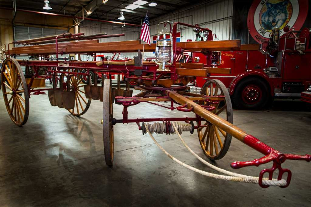 1900 hook and ladder wagon