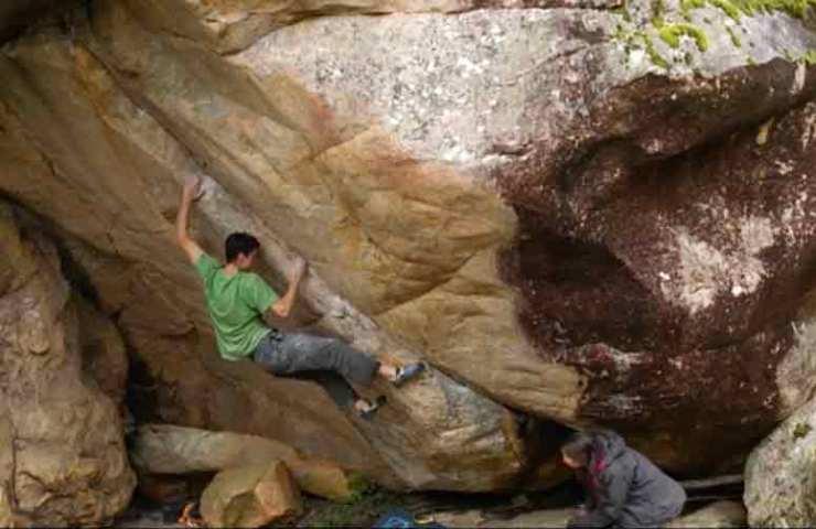 Paul Robinson sucht Boulderblöcke in Australien