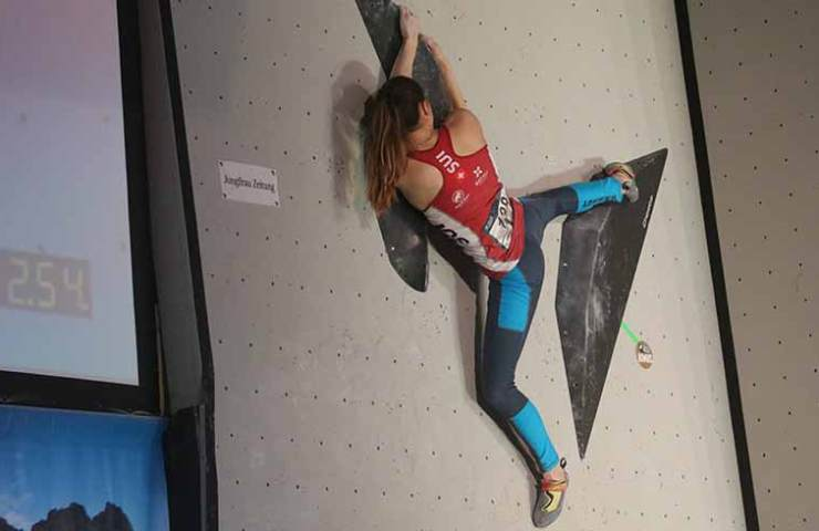 Andrea Kümin in the semi-final at the IFSC competition in Meiringen
