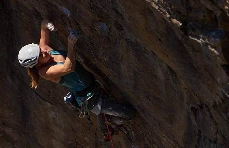 Barbara Zangerl kletter Muy Caliente in Pembroke bei Wales