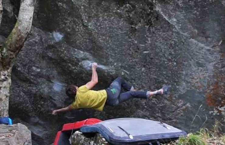 Nils Favre begeht Pied de Biche (8b+) im Wallis