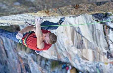 Video: Jakob Schubert klettert Kein Licht - kein Schatten