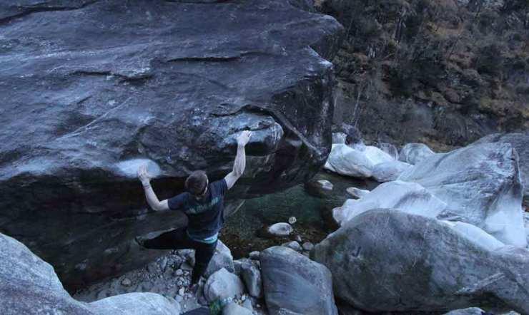 David Fitzgerald bei der Begehung des Boulders Wie im Urlaub in Brione - Bild Ashleigh Wolsey-Heard