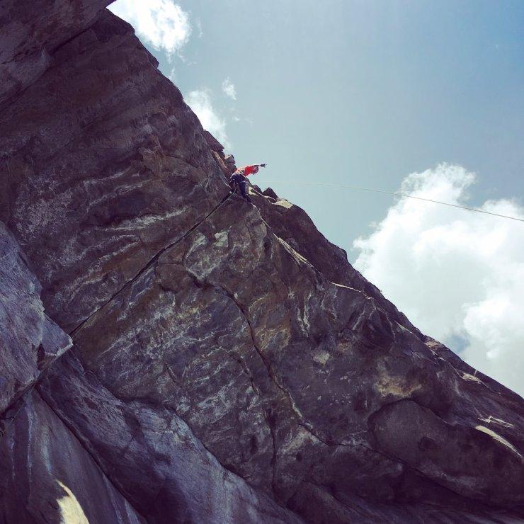 Das Rissdach der Route Ultimo sogno an der Parete di Osogna