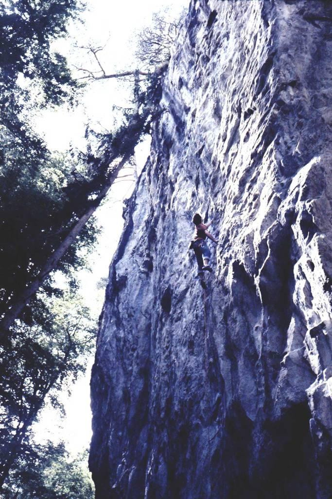Matthias König bei der Begehung von Finite Infinity (9a) im Klettergebiet Lehn bei Interlaken