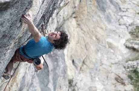 Adam Ondra klettert 8c onsight während Dreharbeiten bei Gimmelwald