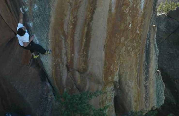Der 20-jährige Shawn Raboutou bouldert The Finnish Line (8c/+)