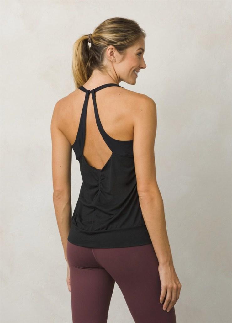 Klettertop für Damen mit doppelten Trägern und relaxtem Schnitt. Aus leichtem, schnelltrocknendem Material. Intregriertere BH mit herausnehmbaren Pads