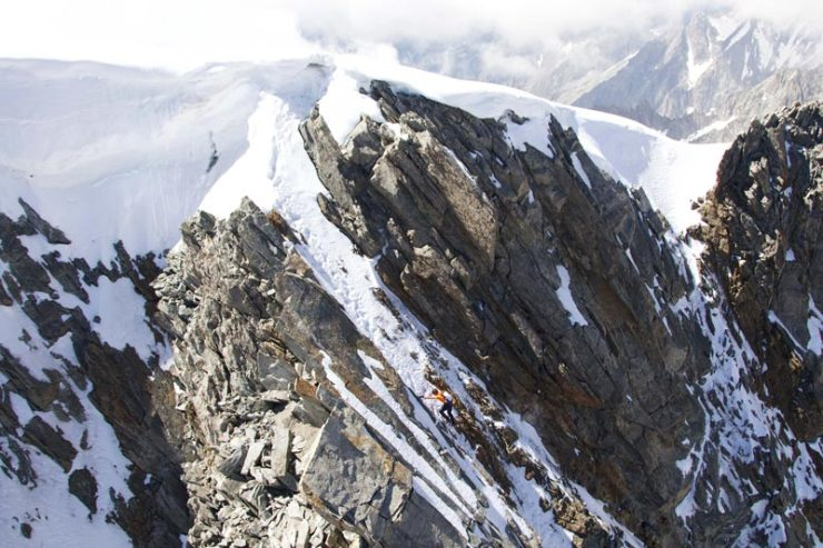 Dani-Arnold-kurz-vor-dem-Gipfel-an-der-Grandes-Jorasses-Nordwand
