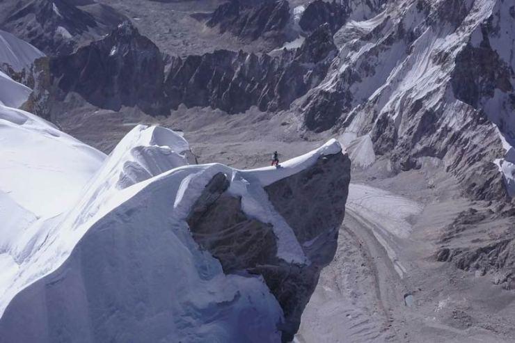 David Lama geht auf den Felssporn des Gipfels zu (Bild David Lama)
