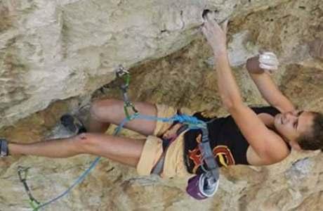 Der 18-Jährigen Laura Rogora gelingt die Erstbegehung von Réveille-toi (9a)
