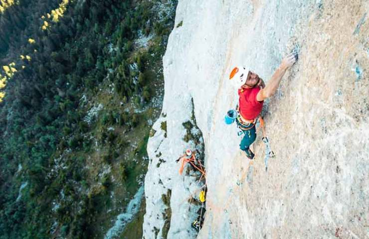 Cédric Lachat climbs the multi-pitched tour Yeah Man (8b +)