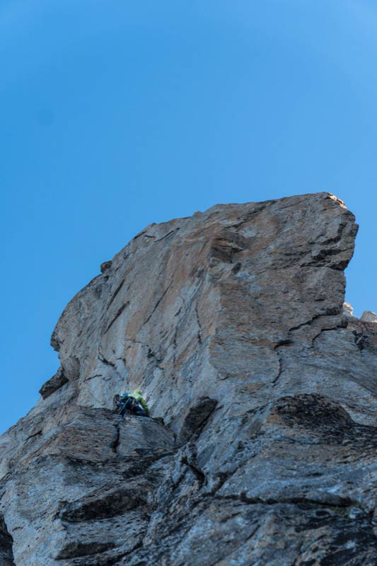 Marcel Schenk klettert in der zweiten Seillänge