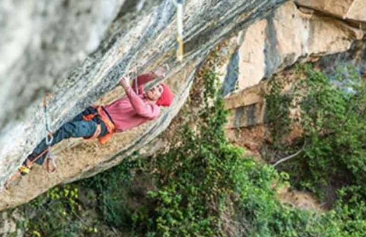 Jakob Schubert climbs the 9a route Victimes del Futur flash