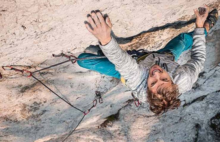 Lukasz Dudek gets the first ascent of the 8c-Route Core in rope-solo style
