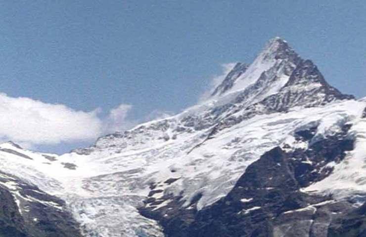 Mountaineer fatally injured on the Schreckhorn