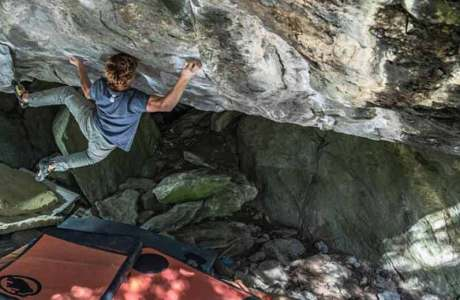 Dylan Chuat is doing the 8c Boulder Foundation Edge at Fionnay