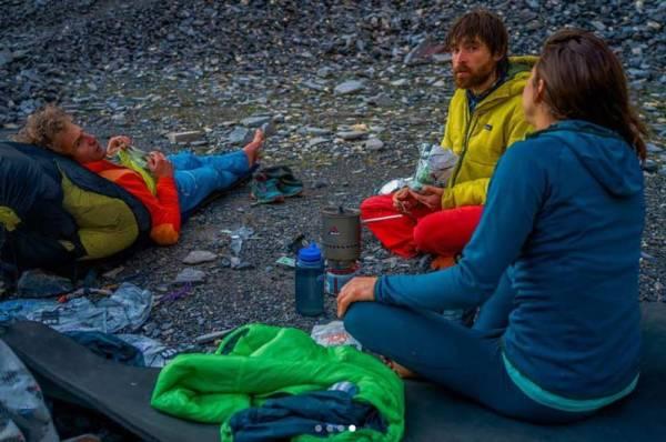 Teamed up for the first ascent of Merci la Vie: Roger Schäli, Nina Caprez and Sean Villanueva. (Image Severin Karrer / Mountainfeeling.ch)