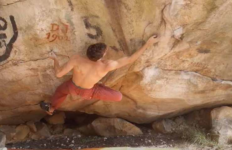 Nicolas Pelorson cracks 9a-Boulder No Kpote Only and devalues ​​it to 8c