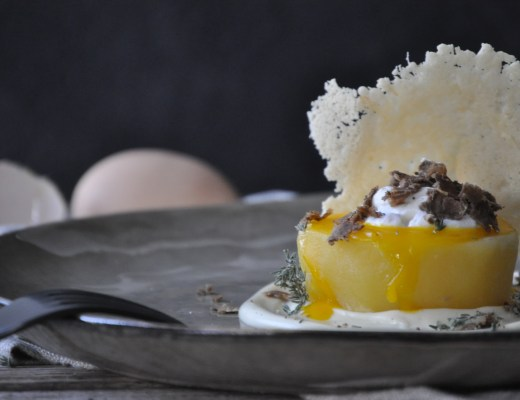 Patata fondente, uovo, fonduta valdostana e tartufo