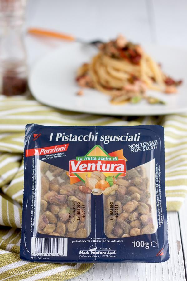 spaghetti salmone e pistacchi
