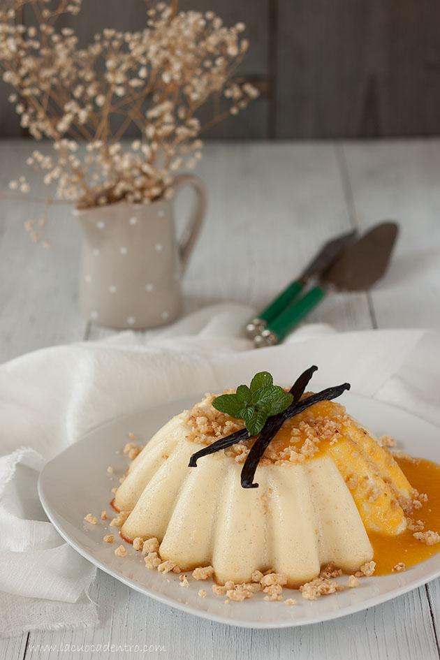 budino di ricotta streusel alle nocciole salsa di mango