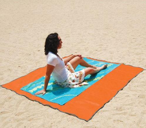 Innovative Beach Mat Keeps Sand Away