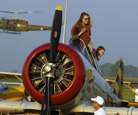 Laura & Kaylee Stants, arriving in the T6 at the Marion Fly/in Cruise/In