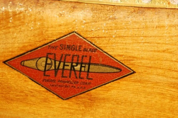 Everel Propeller Corporation in the 1940s produced the counterbalance single-blade propeller