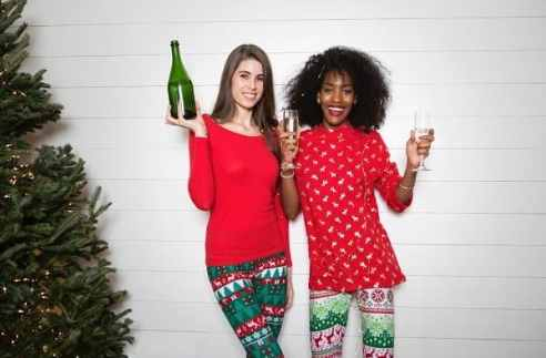 Christmas on a budget, learn how to live frugally and save money this holiday season. We have done an amazing round up of the best Christmas money saving tips ideas and tricks from pro bloggers. This Christmas you learn how to make extra money to pay for Christmas, the best affordable Christmas Gifts and lots of Christmas budget tips #christmas #holidays #giftguides #christmasonabudget