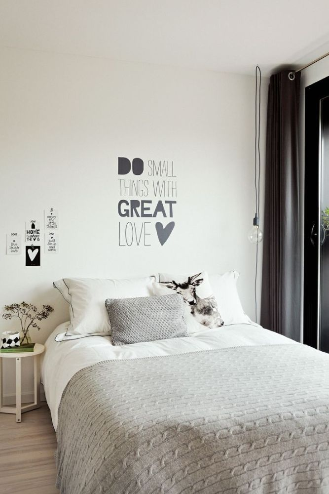 http://time-for-fashion.blogs.elle.es/2014/03/21/deco-inspiration-white-bedrooms/