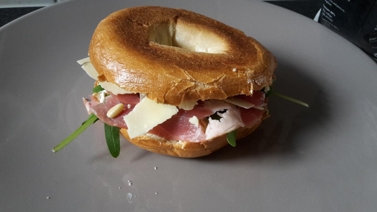 bagel-ontbijtspek-rucola-8
