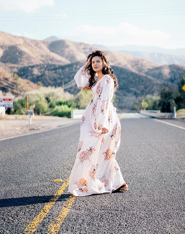 outfit tips kleine vrouwen: lange jurk