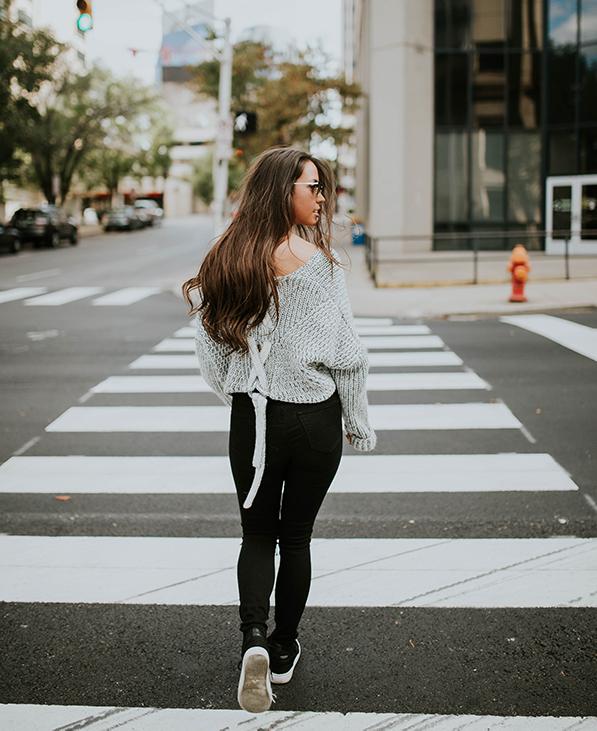 oversized trui en high waist jeans